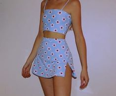 Stunning Summer Outfits With Mini Skirt You Would Love To Try This Summer; Summer Outfits With Mini Skirt; Stunning Summer Outfits With Mini Skirt; Mini Skirt For Summer; Cute Casual Outfits, Retro Outfits, Vintage Outfits, Grunge Outfits, Stylish Outfits, Look Fashion, 90s Fashion, Fashion Models, Fashion Women