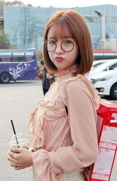 171122 Bomi for Naver Starcast Update Kpop Girl Groups, Korean Girl Groups, Kpop Girls, The Most Beautiful Girl, Beautiful Women, Medium Hair Styles, Short Hair Styles, Pink Panda, Hairstyles With Bangs