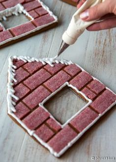 Cupcakes decoration christmas gingerbread houses 37 ideas for 2019 Cool Gingerbread Houses, Gingerbread House Designs, Gingerbread House Parties, Christmas Gingerbread House, Gingerbread House Decorating Ideas, Christmas Cooking, Christmas Desserts, Christmas Treats, Formation Patisserie