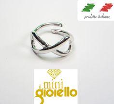 """Anello """" Infinito"""" In argento 925 /00 lavorato a mano nei nostri laboratori orafi in Italia confezionato con scatola e garanzia in misura adattabile per ogni tipo di mano."""