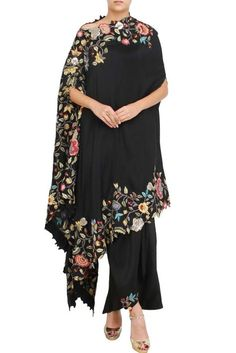 Black silk floral drape set - LadySelection - Best Picture For outfits mujer For Your Taste You are looking for something, and it is goin - African Fashion Dresses, Indian Dresses, Indian Outfits, Drape Gowns, Draped Dress, Look Fashion, Hijab Fashion, Fashion Outfits, Plus Size Dresses