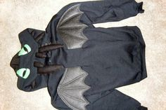 How to train your dragon, Toothless Halloween costume! It is made out of a hoodie and this person also made a belt with his tail on it!