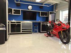 Great garage in Toronto using Moduline cabinets