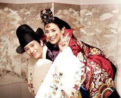 한복 Hanbok : Korean traditional clothes[dress] | The actor couple Lee Bo Young and Ji Sung #wedding