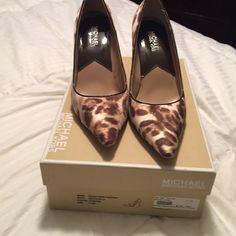Michael kors Dylan pump Cheetah print michael kors pumps! So comfy and in great condition!!! MICHAEL Michael Kors Shoes