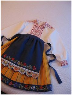 Folk Costume, Costumes, 7 Continents, My Roots, Folk Fashion, Scandinavian Living, Traditional Dresses, Folk Art, Dutch