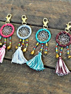 Artisan Crafted Bead Dreamcatcher Schlüsselanhänger - DIY Crafts Home Decor Bead Crafts, Diy And Crafts, Arts And Crafts, Diy Recycling, Small Dream Catcher, Creative Co Op, Dreamcatcher Keychain, Fabric Crafts, Weaving
