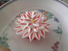 Marshmellow flower cupcake.