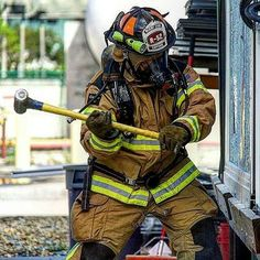 FEATURED POST @usa_emergency_services - . ___Want to be featured? _____ Use #chiefmiller in your post ... http://ift.tt/2aftxS9 . CHECK OUT! Facebook- chiefmiller1 Periscope -chief_miller Tumblr- chief-miller Twitter - chief_miller YouTube- chief miller . #firetruck #firedepartment #fireman #firefighters #ems #kcco #brotherhood #firefighting #paramedic #firehouse #rescue #firedept #workingfire #feuerwehr #brandweer #pompier #medic #ambulance #firefighter #bomberos #Feuerwehrmann #IAFF…