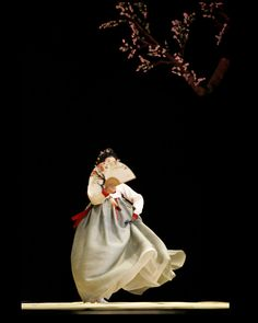 Hanbok | Lee Eun-Ju 이은주 Korean Traditional Dress, Traditional Dresses, The Wicked The Divine, Korea Dress, Modern Hanbok, Vogue Korea, Korean Art, Korean Outfits, Pictures To Draw