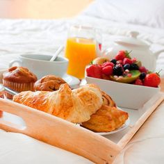 Breakfast tastes better in bed!! Deliciousness at @hotelcasachameleon  #CasaChameleon #HotelCasaChameleon #Hotel #CostaRica #MalPais #SantaTeresa #Luxury #Travel #DiscoverCR #ThisIsCostaRica #Food #Breakfast #Instagood #CleanEating #Eat #comidaCr