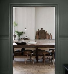 The beautiful house in Goteborg of the owners of Artilleriet - Home Design & Interior Ideas Kitchen Interior, Kitchen Design, Decoracion Vintage Chic, Sweet Home, Beautiful Villas, Deco Design, Scandinavian Home, Dining Area, Dining Room