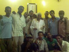 مع الراحل ابو الاجيال الاستاذ محجوب شريف و زمرة من الاصدقاء 2