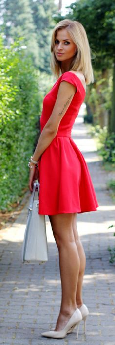 Paula Jagodzińska is wearing a red dress from Sukienkowo, nude shoes from Deeze and a bag from Paul's Boutique