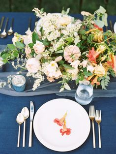 Colorful summer centerpiece: http://www.stylemepretty.com/utah-weddings/park-city/2016/06/08/summer-table-inspiration/ | Photography:D'Arcy Benincosa Photography - http://benincosaweddings.com/