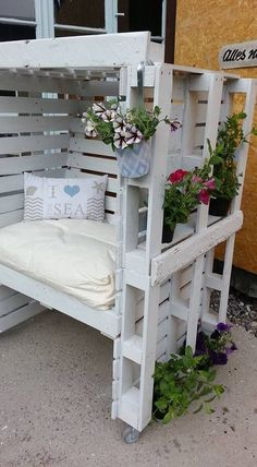30 DIY Pallet Outdoor Furniture You Need to See - Out of all repurposed wood projects, DIY pallet outdoor furniture might be the most sought for. Pallet Garden Furniture, Pallet Chair, Pallet Patio, Pallets Garden, Outdoor Furniture, Outdoor Decor, Rustic Furniture, Furniture Ideas, Furniture Chairs