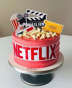 14th Birthday Cakes, Candy Birthday Cakes, Birthday Cakes For Teens, Beautiful Birthday Cakes, Beautiful Cakes, Amazing Cakes, Cake Decorating Designs, Cool Cake Designs, Cute Cakes
