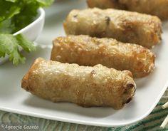 Podpowiadamy jak zrobić sajgonki. To popularny w Europie przysmak wietnamskiej kuchni, który w prosty sposób sami zrobimy w domu Oriental Food, Exotic Food, Polish Recipes, Spring Rolls, Tortellini, Different Recipes, Pasta Dishes, Catering, Sausage