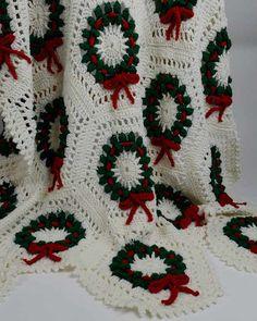 Holiday wreath crochet afghan