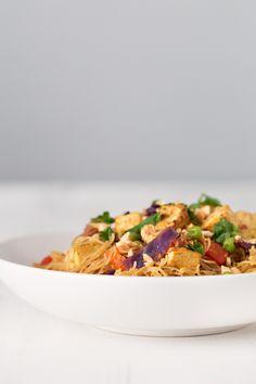 Noodles Singapur Veganos.- Estos noodles singapur veganos estás listos en 30 minutos y no llevan nada de grasa. Es una receta muy versátil y se puede adaptar a cualquier ingrediente.
