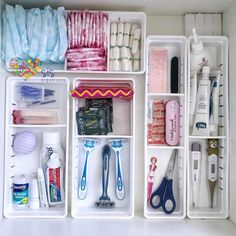 bathroom organization Como organizar un bao pequeo. Bathroom Drawer Organization, Bathroom Organisation, Closet Organization, Organize Bathroom Drawers, Makeup Organization, Organization Ideas For The Home, Bathroom Ideas, Kmart Bathroom, Disney Bathroom