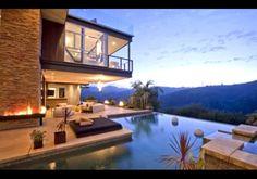Einsichten ins neue Haus von Justin Bieber in Hollywood Hills Future House, Outdoor Spaces, Outdoor Living, Indoor Outdoor, Outdoor Pool, Outdoor Fire, Backyard Patio, Hollywood Hills Homes, Hollywood Life