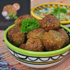 Falafels are so easy to make and taste so good! They are also really healthy and contain - like all other products from Veg'N Co - Vitamin Falafels, Vitamin B12, Vitamins, Healthy, Ethnic Recipes, Easy, Food, Products, Falafel
