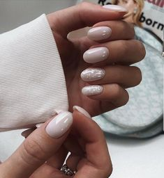 The advantage of the gel is that it allows you to enjoy your French manicure for a long time. There are four different ways to make a French manicure on gel nails. Nail Manicure, Gel Nails, Acrylic Nails, Nail Polish, Glitter Nails, Nagellack Design, Nagellack Trends, Nagel Tattoo, Milky Nails