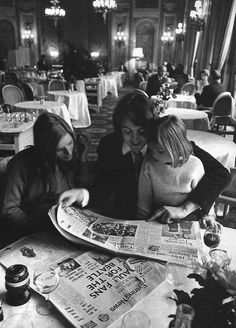 Paul and Linda the day after their wedding reading about themselves in a newspaper!  ♥♥Linda McCartney-Eastman♥♥  ♥♥J. Paul McCartney♥♥