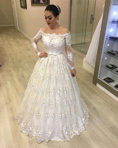 """3,148 curtidas, 42 comentários - Atelier Dayara Oliveira Vendas (@atelierdayaraoliveiravendas) no Instagram: """"Todo o romantismo do Hortênsia! 😍 😍 🔴INFORMAÇÕES: ⠀ ✂Modelos feitos sob medidas. ⠀ 👗Cores…"""" A Line Bridal Gowns, Wedding Dress With Veil, Wedding Flower Girl Dresses, Luxury Wedding Dress, White Wedding Dresses, Bridal Lace, Bridal Dresses, African Wedding Attire, Pretty Dresses"""