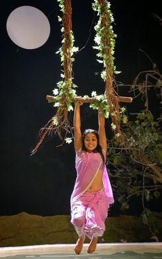 HOT SOUTH INDIAN ACTRESS: ACTRESS POORNA SHAMNA HOT N WET IN SAREE PHOTO