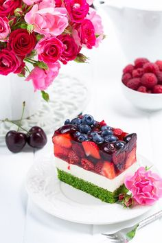 Excellent spinach cake with fruit- Rewelacyjne ciasto szpinakowe z owocami Excellent spinach cake with fruit - Baking Recipes, Cookie Recipes, Dessert Recipes, Bolo Original, Spinach Cake, Good Food, Yummy Food, Small Desserts, Just Cakes
