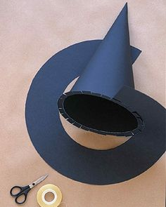 Wizard and Witch Costumes: Witches' Hats- Hexenhut basteln - Witch Party, Halloween Witch Hat, Fete Halloween, Diy Halloween Costumes, Holidays Halloween, Halloween Crafts, Halloween Decorations, Scary Halloween, Homemade Witch Costume