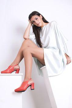 lookbook verano 2016 - RAY MUSGO Zapatos ecologicos de mujer #zapatos #shoes #zuecos #clogs #red #rojo #diseño #moda #fashion #madeinspain #modasostenible #ethicalfashion #greenfashion Bell Sleeves, Bell Sleeve Top, Coral, Duster Coat, Clogs, Jackets, Red, Women, Fashion