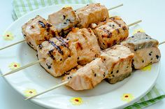 Kebabs of salmon in honey-mustard sauce