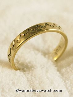 14K Yellow Gold 4mm wedding band with heart pattern Size 9.5 Cool!  Stk# 32631