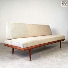 New on www.19west.de: Minerva Soga designed by Peter Hvidt and Orla Mølgaard-Nielsen manufactured in Denmark by France & Søn. #19west #vintage #design #danishdesign #modernist #fifties #furnituredesign