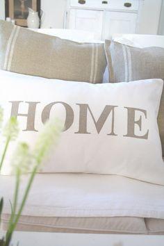 ~traumhaftes, nostalgisches Kissen mit HOME Schriftzug in weißem Leinen mit Aufschrift in braunem leinen...    ~wunderschön im Wohnzimmer, Schlafzi...
