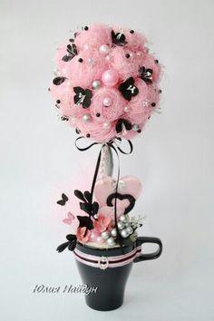 centro de mesa rosa e preto