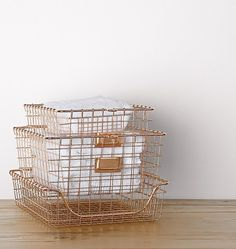 Copper Wire Gym Baskets from great storage ideas for a small space or tiny home. Small Space Organization, Organization Hacks, M Office, Office Ideas, Copper Basket, Rose Gold Decor, Industrial Bookshelf, Wire Storage, Eclectic Modern