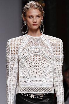 Anna Selezneva http://www.vogue.fr/mode/mannequins/diaporama/les-mannequins-du-numero-de-novembre-2012-de-vogue-paris/10440/image/641607#anna-selezneva-lachlan-bailey-vogue-paris-novembre-2012