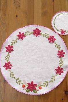 set-de-table-motif-poinsetia-cut-sew-1 #spoonflower http://www.spoonflower.com/fabric/5844015-cut-sew-table-set-set-de-table-rond-petit-format-by-nadja_petremand
