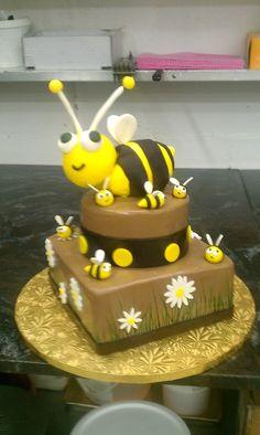 Bumble Bee Cake | bumble bee cake rkt with fondant bumble bee