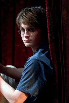 Harry Potter and the Goblet of Fire (is he always wearing that shirt? Harry James Potter, Harry Potter Universal, Harry Potter Movies, Harry Potter World, Harry Harry, Daniel Radcliffe, No Muggles, Yer A Wizard Harry, Goblet Of Fire