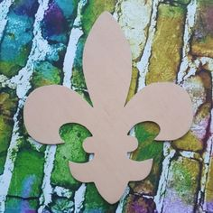 DIY FLEUR DE LIS - Wooden Blanks, Wooden Shapes, Wooden Wreath Shapes, Wooden Door Hangers, Shape Blanks All of our Door Hanger Shapes are Hand cut from 1/4 hardwood, we take extra pride in our finishing of our old fashion style designs. When you receive your order you should have minimal to no prepping needed as our products come primed and sanded! Message Us for Custom Shapes.