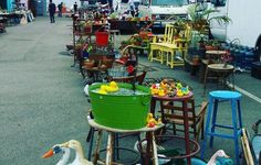 We can't help it, it still feels like summer in Los Angeles. So it's no surprise that we still have the urge to get out and shop SoCal's best swap meets and flea markets each weekend! Get started on your weekend shopping with our collection of current Flea