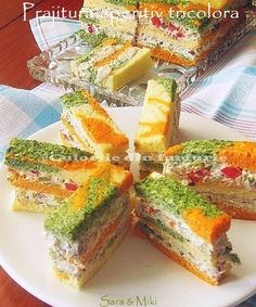 Culorile din farfurie: Tricolor Appetizer Cake with cream cheese Appetizer Plates, Appetizer Dips, Appetizer Recipes, Finger Food Appetizers, Appetizers For Party, Finger Foods, Sandwich Cake, Sandwiches, Vegan Teas