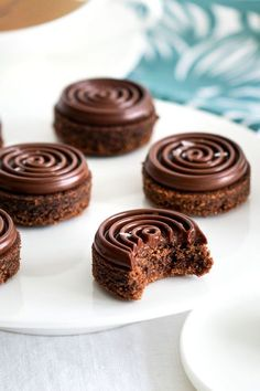 The recipe of chocolate hazelnut biscuits Fancy Desserts, Köstliche Desserts, Chocolate Desserts, Dessert Recipes, Cookies Et Biscuits, Cake Cookies, Shortbread Cookies, Biscuits Fondants, Mini Cakes