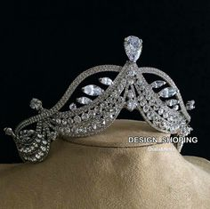 A beautiful diamond tiara. Royal Crowns, Royal Tiaras, Tiaras And Crowns, Royal Jewelry, Unique Jewelry, Faberge Eier, Diamond Tiara, Accesorios Casual, Circlet