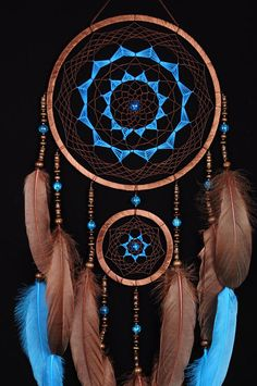 Reasons to Give Handmade Gifts – Gift Ideas Anywhere Dream Catcher Decor, Dream Catcher Mobile, Dream Catcher Boho, Dreamcatcher Wallpaper, Dreamcatcher Design, Native American Decor, American Indian Art, Dreamcatchers, Dream Catcher Tutorial